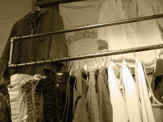店内をモノトーンで撮影してみました