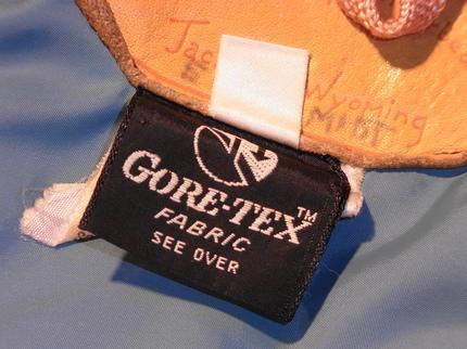古着に付いていたGore-tex タグ。以前の持ち主はSchmidt さん