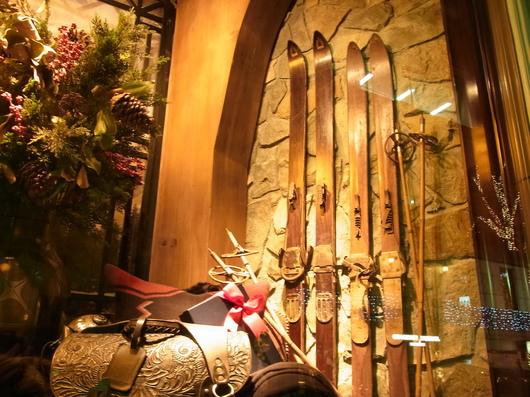 このウッドのスキー板はウチにもありますぜ!