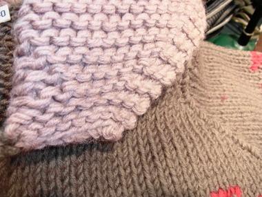 よく見るとボディー部分と編み方が違います。芸が細かい