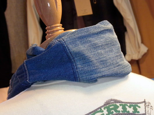 一方こちらは綾織りだからこその見事なタテ落ち