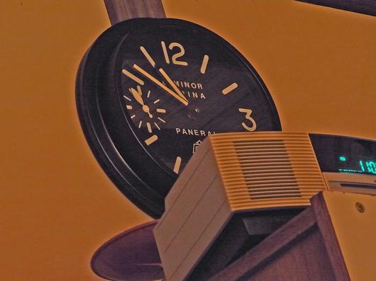 壁掛け時計もようやくあるべき場所に